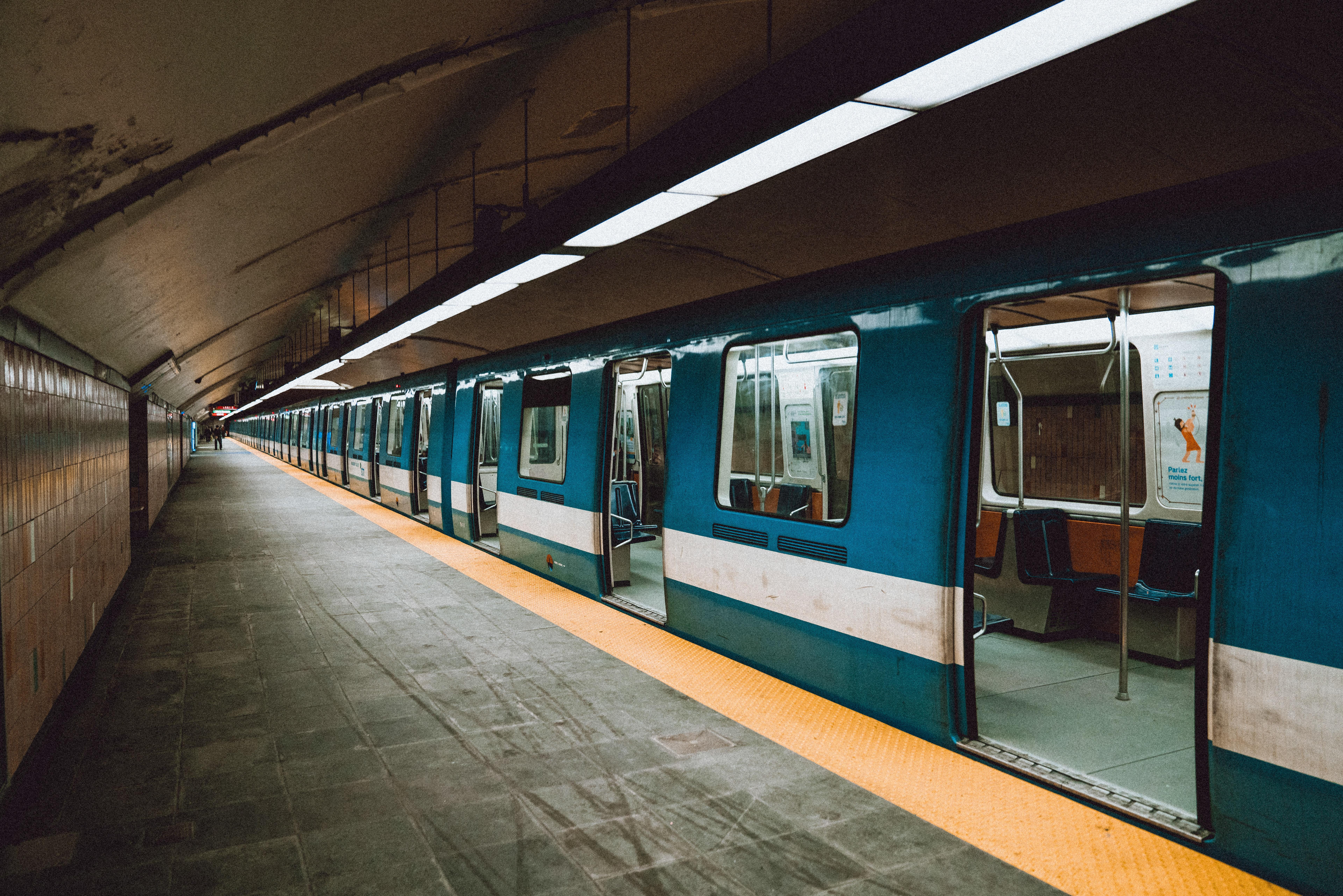 Montréal empty metro during covid-19 pandemic